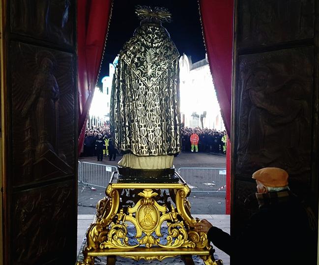 SantAntonio esce dal santuario