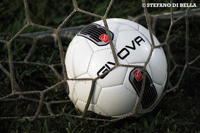 Pallone in rete di calcio